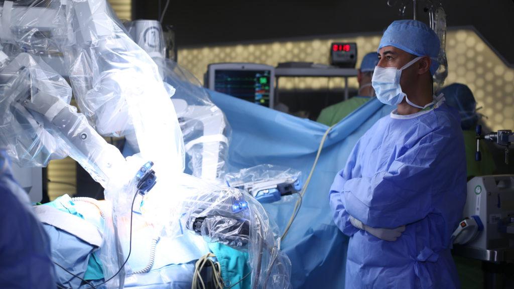 Роботы-хирурги.