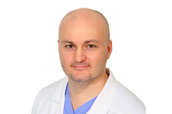 Али Мурадович Мудунов провел уникальную операцию пациенту с опухолью ротоглотки